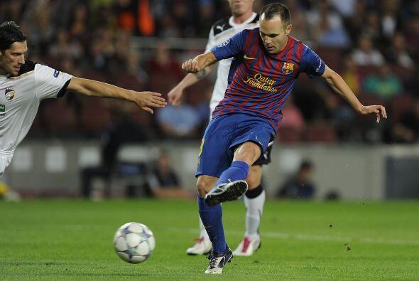 A los 9 minutos llegó el primer gol. Andrés Iniesta armó una doble pared...