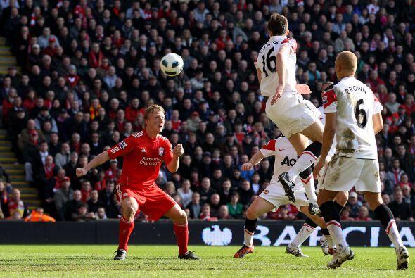 Sólo pasaron cinco minutos y Liverpool volvió a hacer de las suyas. Suár...