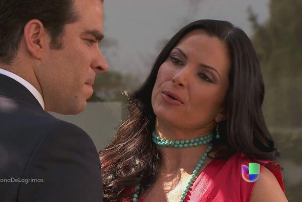 Flor le dice a Patricio que hace años Olga tuvo un aborto, causado por u...