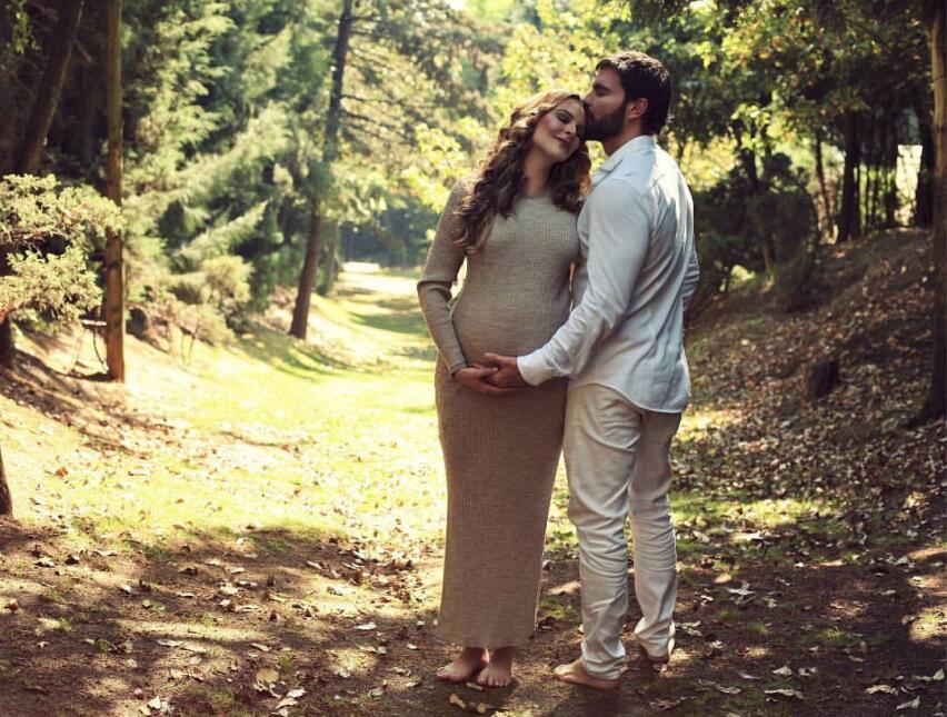 La pareja se había comprometido en matrimonio y retrasó su boda para dis...