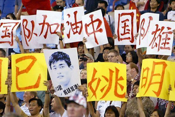 Pronto Yao se convirtió en la estrella de los Rockets y de toda China.