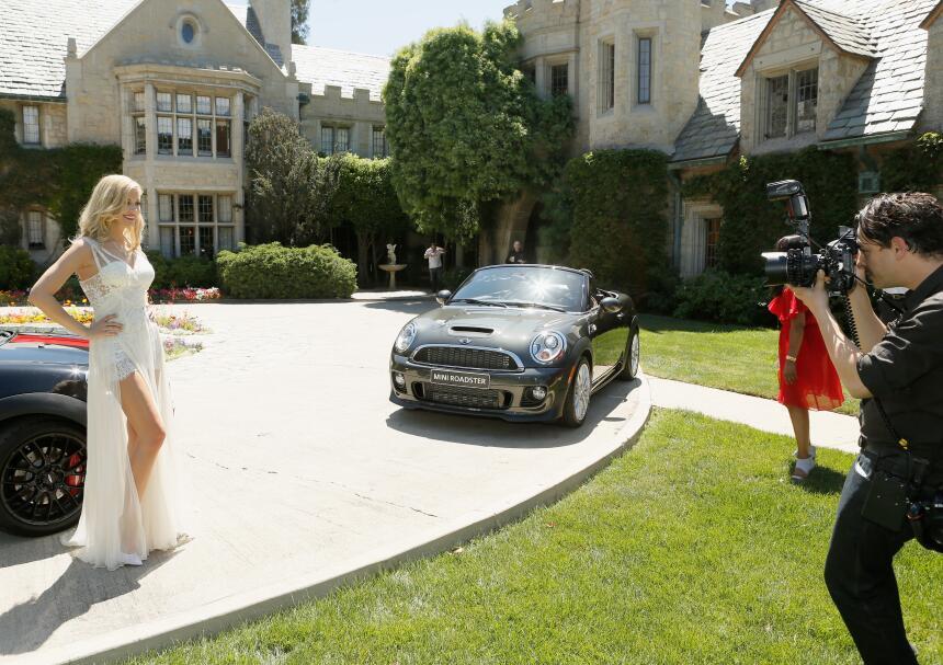Anuncio de la chica Playboy 2014, Kennedy Summers, en la mansión Playboy