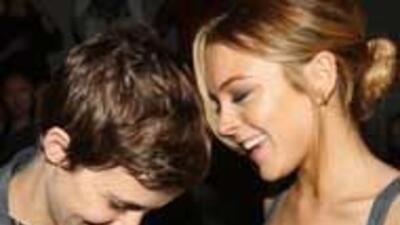 Lindsay Lohan le arrojó un vaso en la cabeza a Samantha Ronson 9f43f77ed...