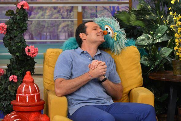 Alan se puso cómodo con Rosita. ¡Hasta besitos se dieron!