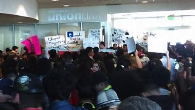 Los estudiantes se opusieron a la visita de Ben Shapiro en la universidad.