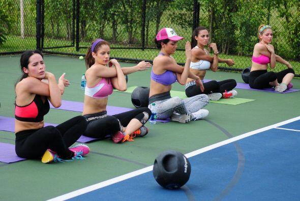 Las chicas pensaron que se ejercitaban bien, hasta que entrenaron al lad...