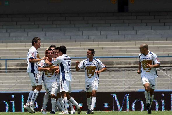 """Javier """"Chicharito"""" Hernández anotó el gol de las Chivas a los 20 minuto..."""