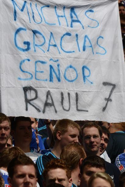 Los alemanes aprendieron a escribir en español...sólo por Raúl.