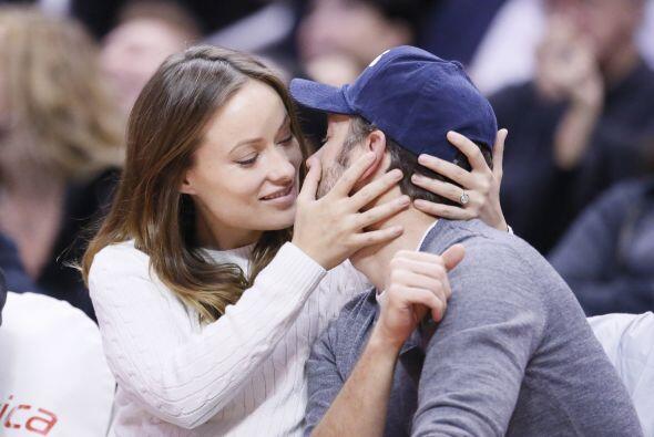 La bella pareja se mostró amor frente a todos. Mira aquí l...