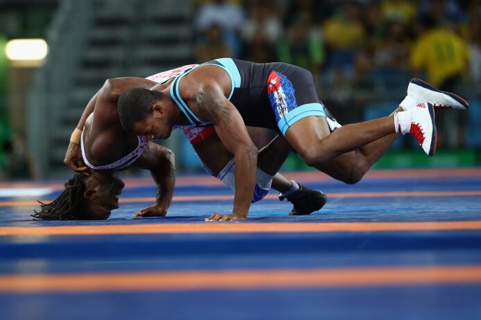El abanderado boricua iba en busca de medalla de bronce tras caer contra...