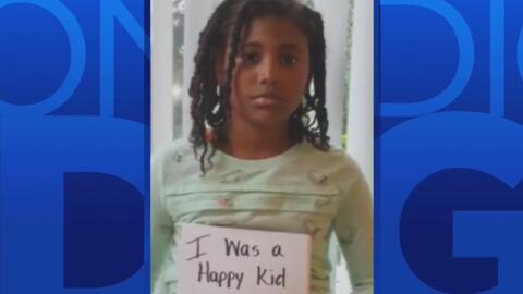 Una niña difunde su mensaje contra el racismo y la discriminación luego...