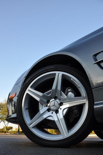 Los rines de 18 pulgadas son de la división AMG de Mercedes-Benz, lo que...