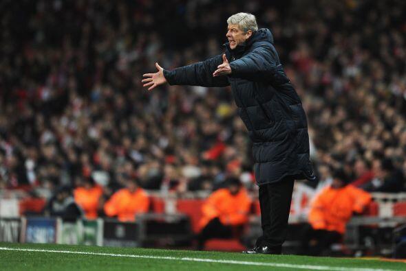 Ya en la segunda parte, se veía a Wenger desesperado ante la derrota par...