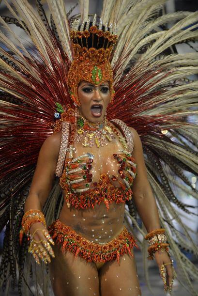 Durante más de seis horas bailarines, comparsas, grupos folclóricos y lo...