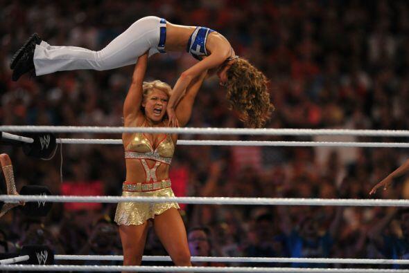 La fuerza de Beth Phoenix parecía que iba a marcar el destino de la pelea.