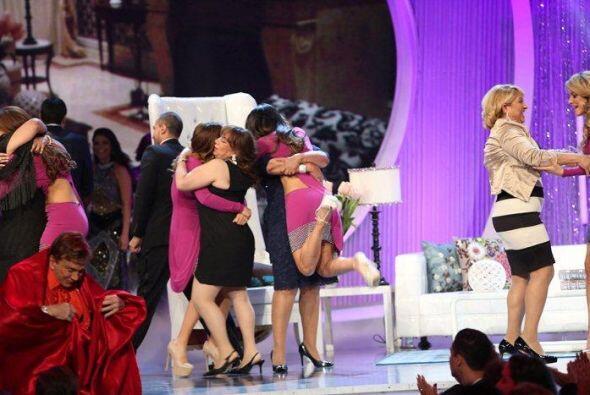 Sousa les tenía preparada una sorpresa a las chicas. Sus mamás habían id...