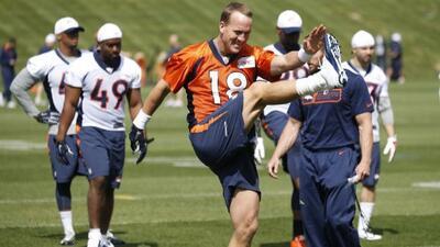Durante el minicampamento voluntario de los Broncos rumbo a la temporada...