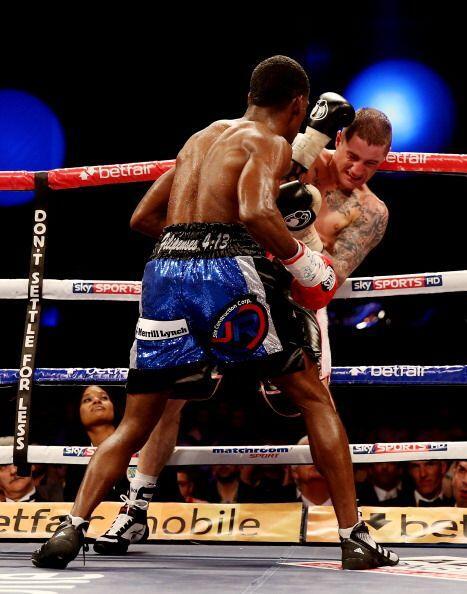 La presión de González evitaban que Burns se acomodara en el ring.