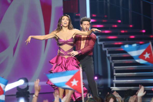 Lisandra y el actor Melvin Cabrera se movieron al ritmo de una salsa muy...