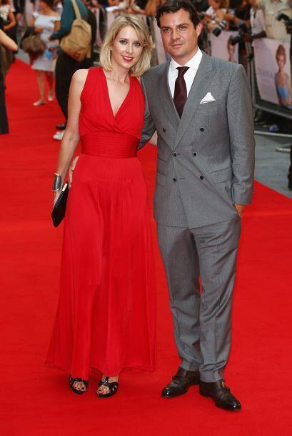 Otro de los galán que asistió a la alfombra roja fue Daniel Pirrie, quie...