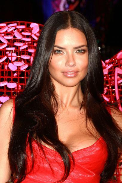 La modelo y angel de Victoria's Secret presento los artículos especiales...