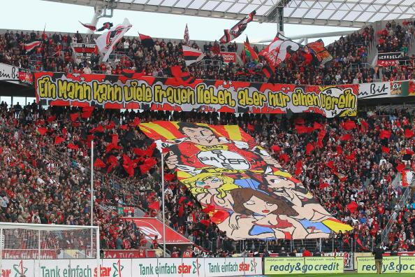 Cuando la pasión del fútbol es emoción de masas: los 30 megatrapos más i...