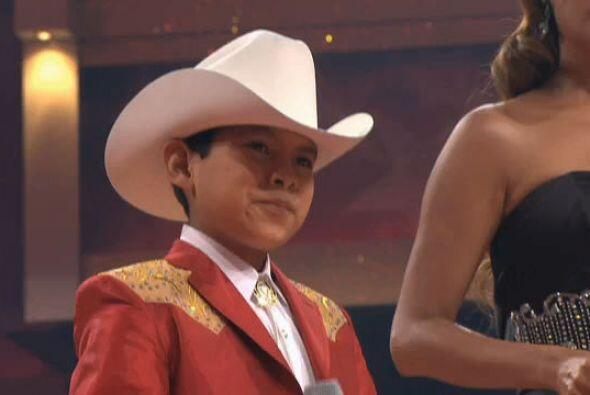 Mientras que Carlos hizo una gran actuación con el tema  'De rodillas te...