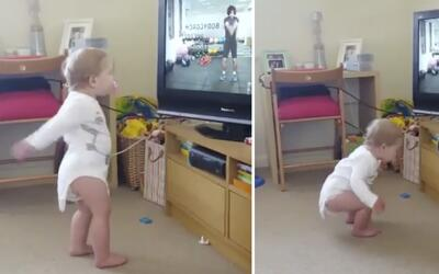 Tiene menos de dos años y ya podría ser una instructora de aeróbicos