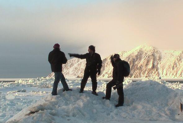 Escalarán la cima de de las montañas nevadas