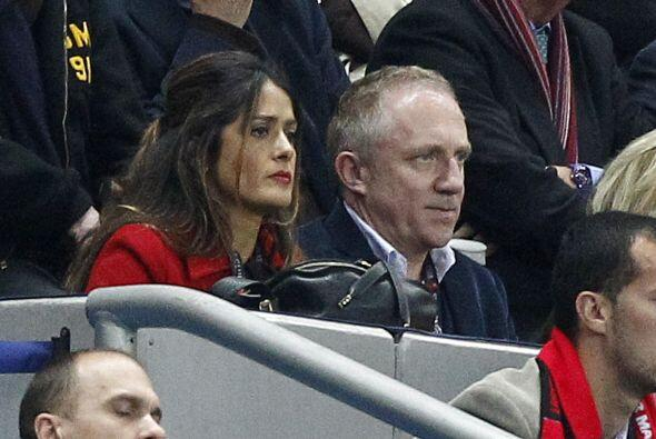 Otro ejemplo claro es el de la mexicana Salma Hayek y su esposo, el empr...