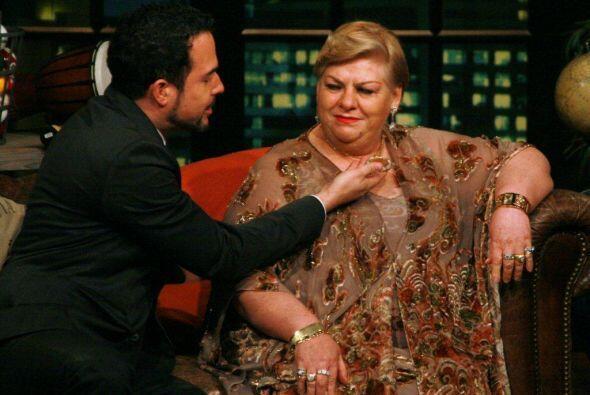 La cantante estuvo al borde de la lágrima, pero Carlos como todo un caba...