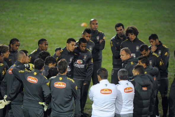 Si no hay grandes sorpresas Menezes tendría en el once titular al arquer...
