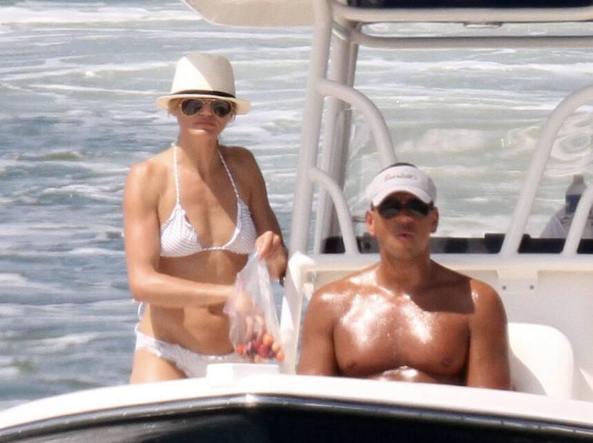 En el verano del 2011, Alex Rodríguez llevaba a pasear mar adentro a Cam...