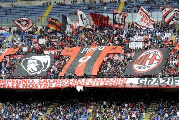 Pero no era el único partido con tintes emocionantes. Milan también desp...