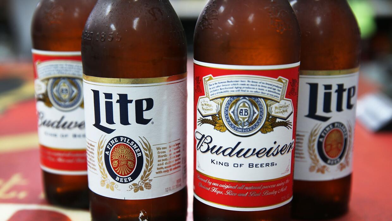 Los archirrivales Budweiser y Miller.