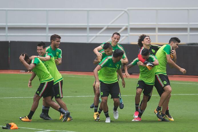 Alegría y buen ambiente en México previo a su partido contra Costa Rica...