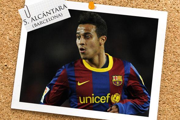 Ya en la mitad de la cancha, aparece Thiago Alcántara, joven promesa del...