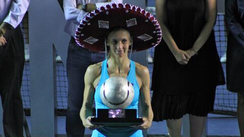 Tsurenko levanta el anhelado  trofeó en Acapulco.