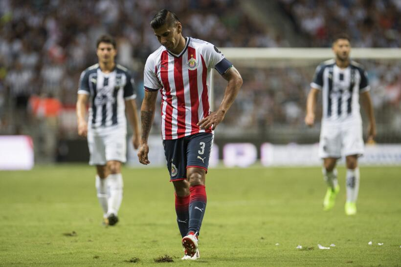 Monterrey aplastó al campeón Chivas y es líder general 20170812_3681.jpg