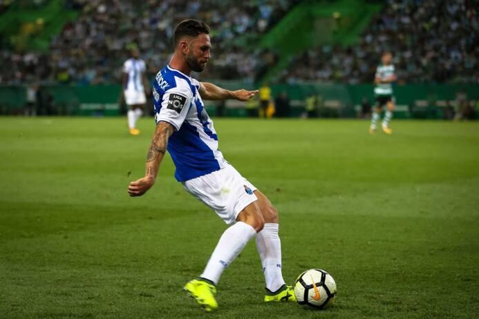 (Liga NOS) Sporting C.P. 0-[0] Porto: Héctor Herrera –capitán– y Miguel...