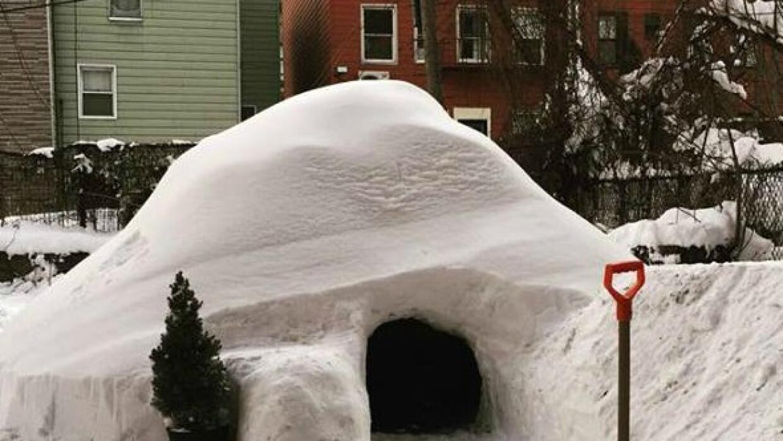 Construyen iglú en Brooklyn