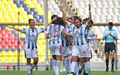 Las Tuzas festejaron el triunfo en la cancha del Estadio Azteca.