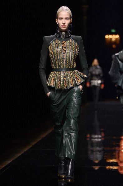 Prendas saharianas, pantalones de cargo y estampado 'animal print', en s...