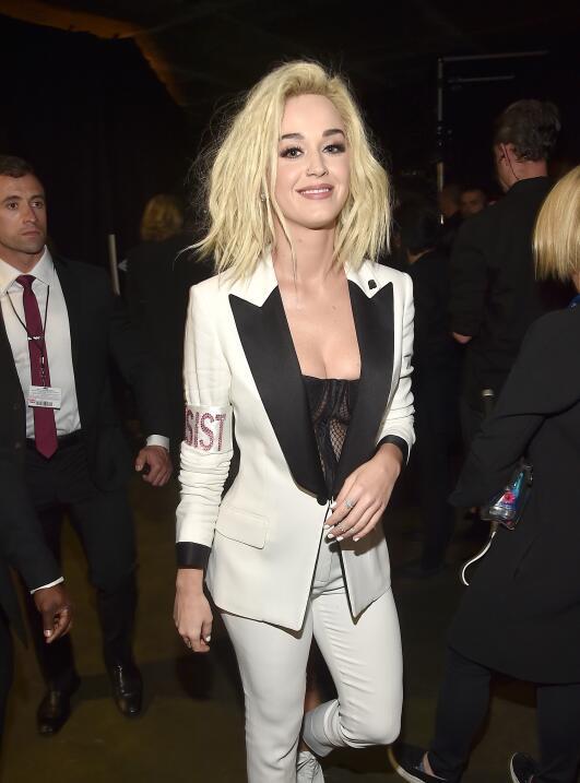"""Katy Perry sacudió un brazalete con la palabra """"PERSIST"""" que l..."""