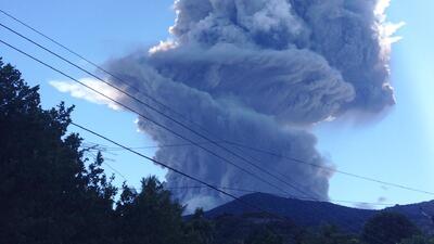 Miles de personas evacuadas por la erupción del Chaparrastique en El Sal...