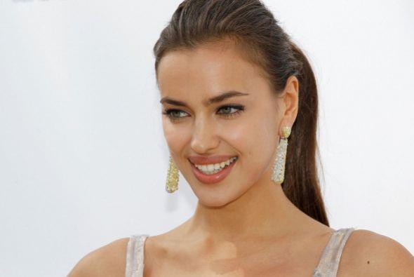 La modelo sabe que tiene una boca sensual, por lo que no duda en potenci...