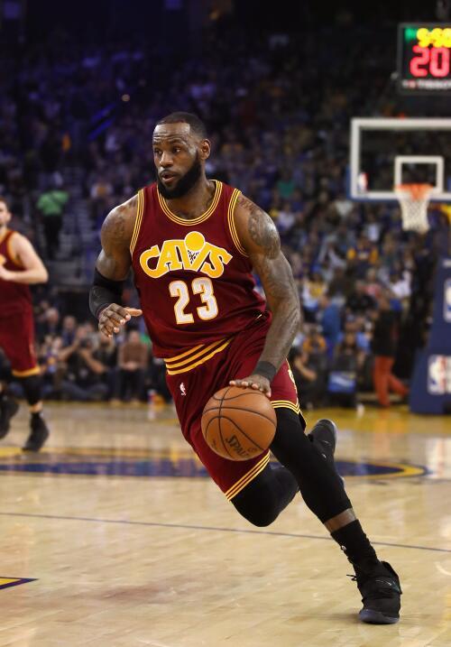 James Harden y LeBron James encabezan la lista del Mejor Quinteto de la...