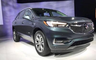 La nueva Buick Enclave Avenir fue presentada en un evento en los muelles...