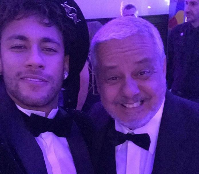 Maluma, modelos y póker en la celebración de cumpleaños 26 de Neymar cap...