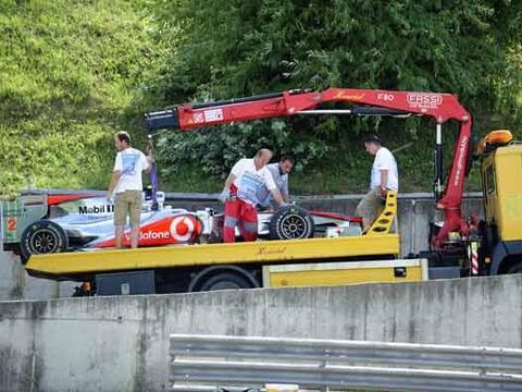 El otro gran perdedor de la jornada fue Lewis Hamilton, cuyo McLaren-Mer...